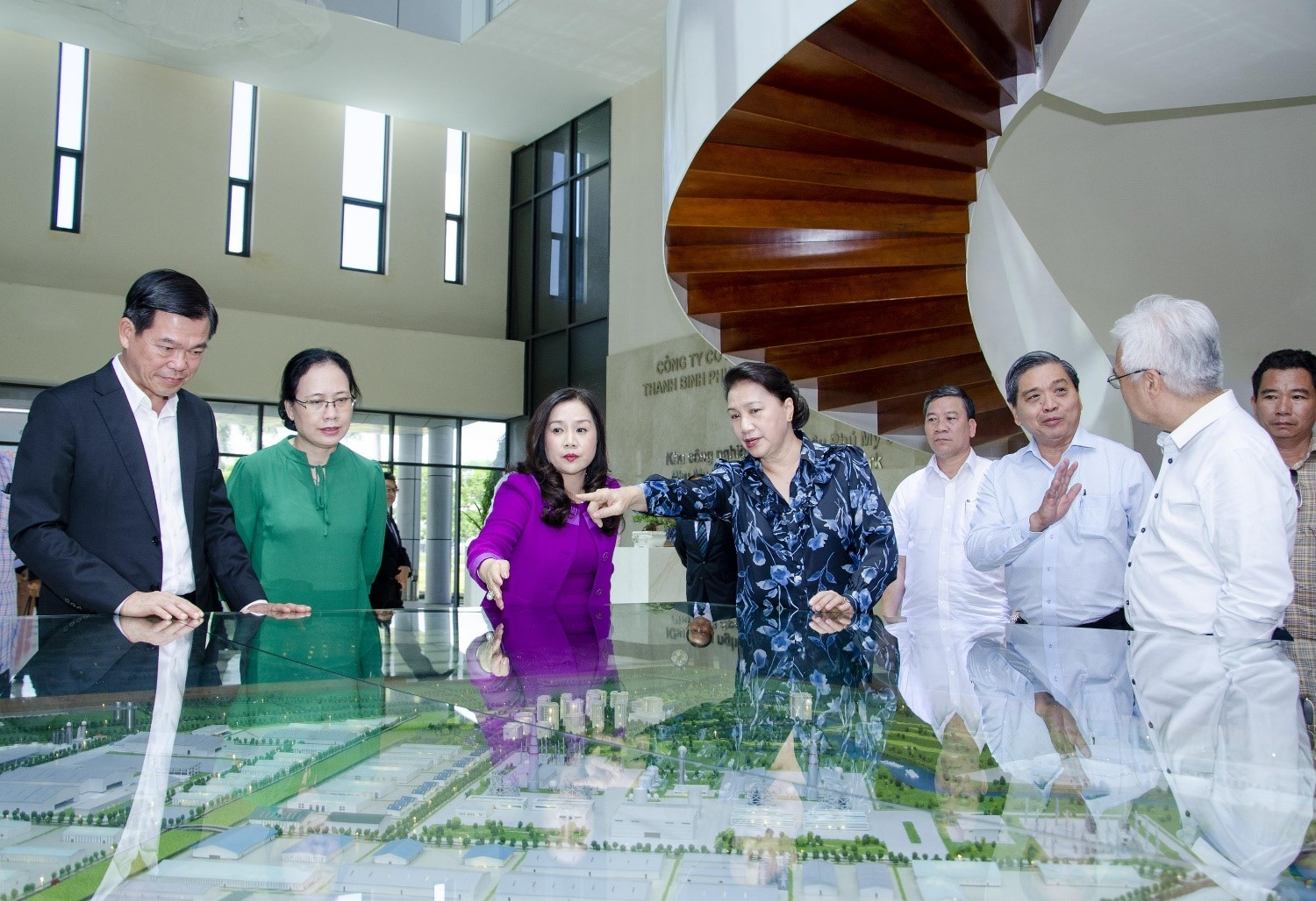 CHAIRWOMAN OF THE NATIONAL ASSEMBLY NGUYEN THI KIM NGAN WORKED WITH SAIGON NEWPORT CORPORATION AND THANH BINH PHU MY JOINT STOCK COMPANY